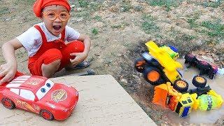 Funny children's kindergarten car toys Excavator & Dump Trucks Mcqueen slide into water - Dave Mario