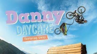 Bikers Rio Pardo | Vídeos | Danny MacAskill leva criança para passeio de bike bem diferente em Danny Daycare