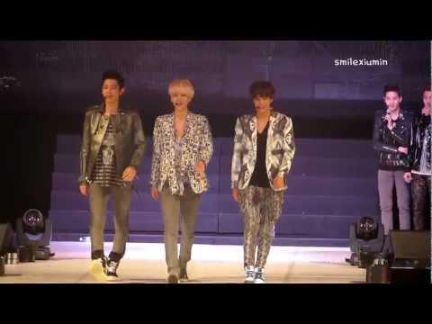 130406 Chanyeol & Sehun & Kai (EXO-K) Runway - Seoul Girls Collection