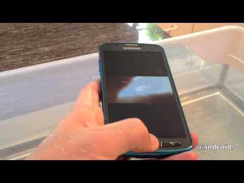 Samsung Galaxy S4 Active hands-on & waterproof testing