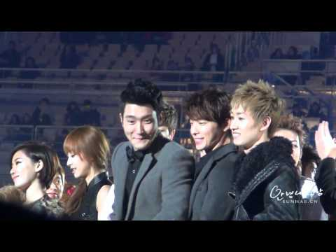 120101 HD EunHae first hug of 2012 - This is all to me ♥ - Eunhyuk & Donghae at MBC Gayo Daejun