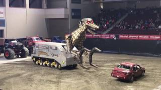 Monster Truck destruction - Megasaurus