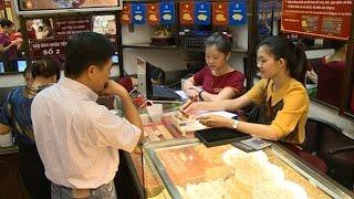 Tin Kinh Tế: Giá vàng trong nước giảm sâu theo thị trường thế giới
