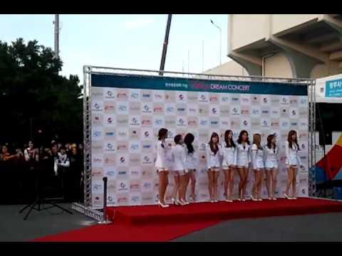 [Cam] 111003 SNSD - Red Carpet @ 2011 Hallyu Dream Concert [1]