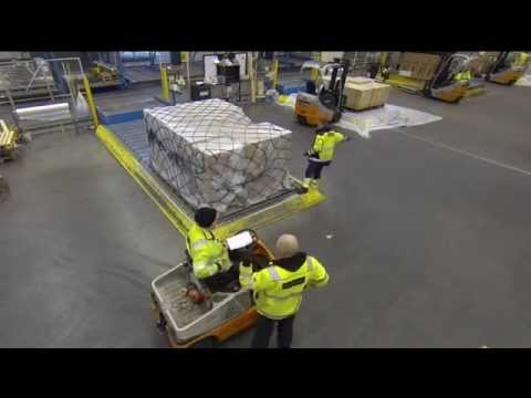 AirportCollege.Com - Building a pallet in 60 seconds