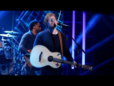 Ed Sheeran Performs 'Shape of You'!