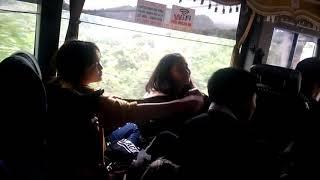 2 nữ sinh 2k2 quẩy trên xe khách