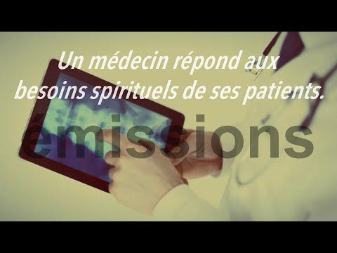 Un médecin répond aux besoins spirituels de ses patients.