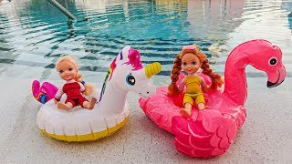 Elsa and Anna toddlers go on holidays