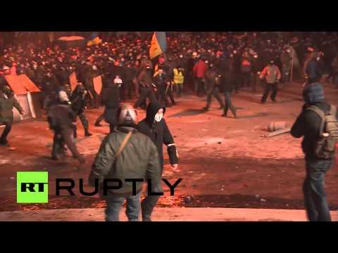 Митингующие в Киеве закидали милиционеров «коктейлями Молотова»
