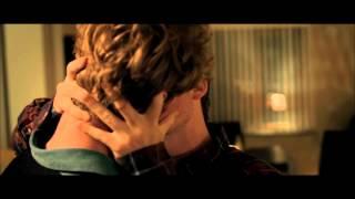 Filmklip fra You & Me Forever. Mads og Tobias kysser.