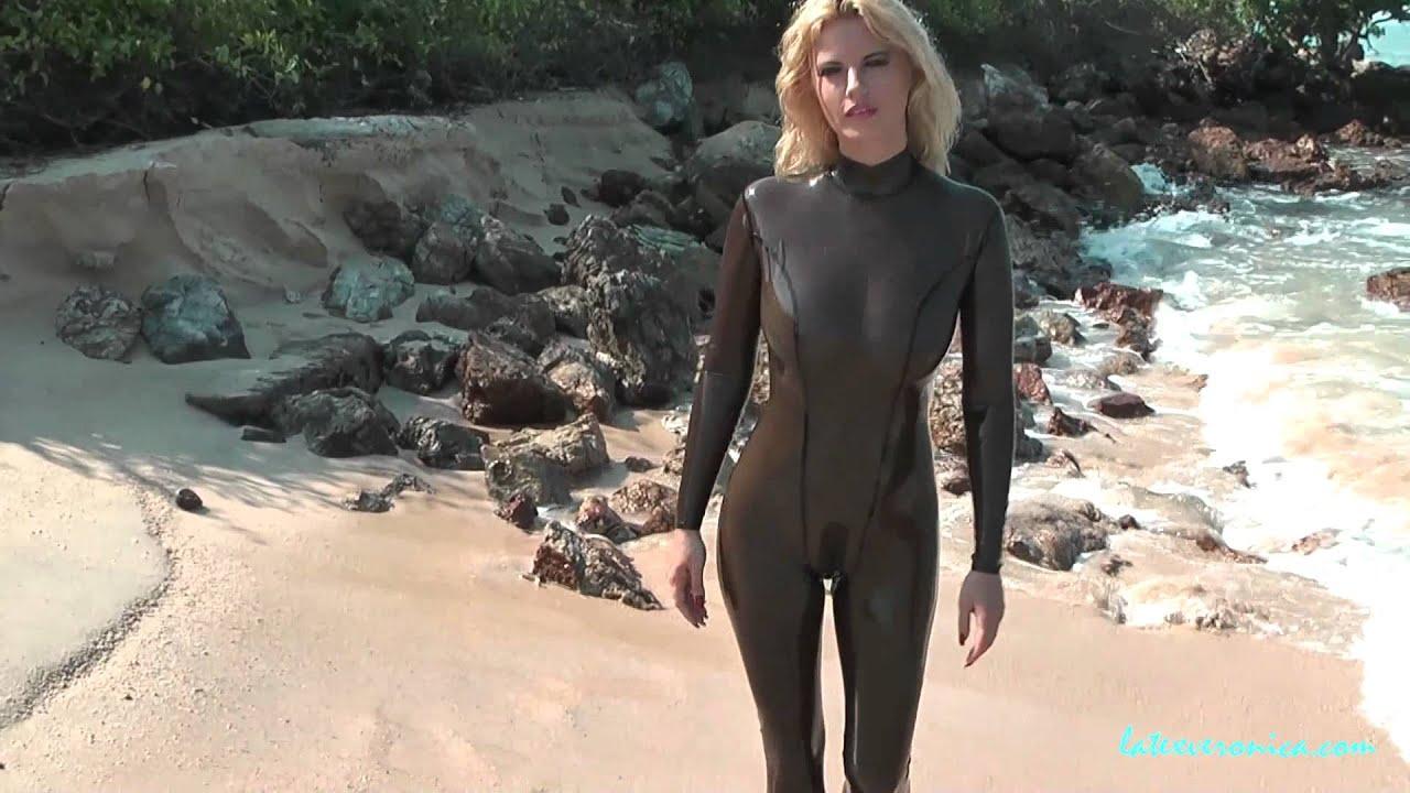 Scuba Blonde 6