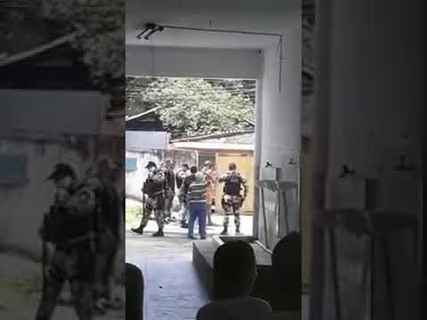 Adolescentes fogem do CEM e invadem escola