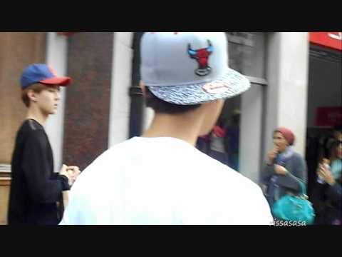 [FANCAM] EXO-K at Oxford Street Baekhyun Sehun and Chanyeol Focus 120622
