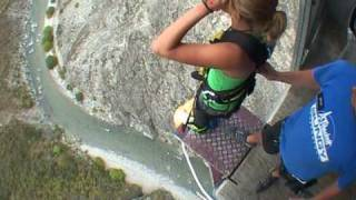 Adrenalina con il bungee jumping