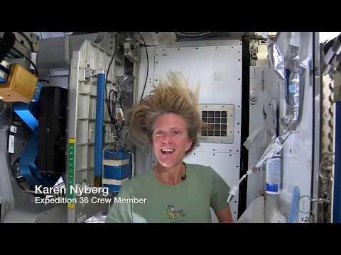 Дури и астронаутите мораат да си ја мијат косата – еве како изгледа таа нивна рутина