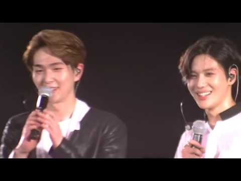 Thoughtful SHINee Taemin asks Onew if he can talk (Last Concert before Onew's surgery)