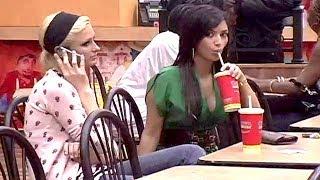 Former BFFs Kim Kardashian And Paris Hilton's 2006 Fried Chicken Dinner Date
