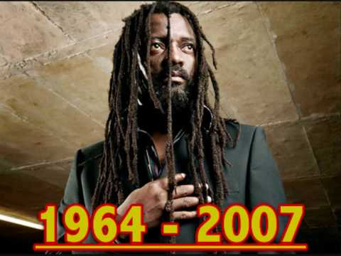 Baixar Lucky Dube - Born to Suffer