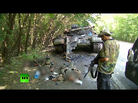 GRAPHIC: Ukraine tank smashed, crew killed by rebels in Donetsk outskirts - RT  - kT7MHJWUgIw -