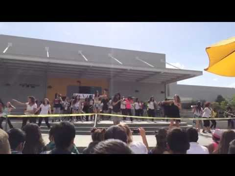 Baixar Edison High School Junior Skit 2014