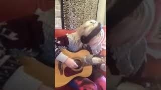 Ellie Goulding Guitar Video