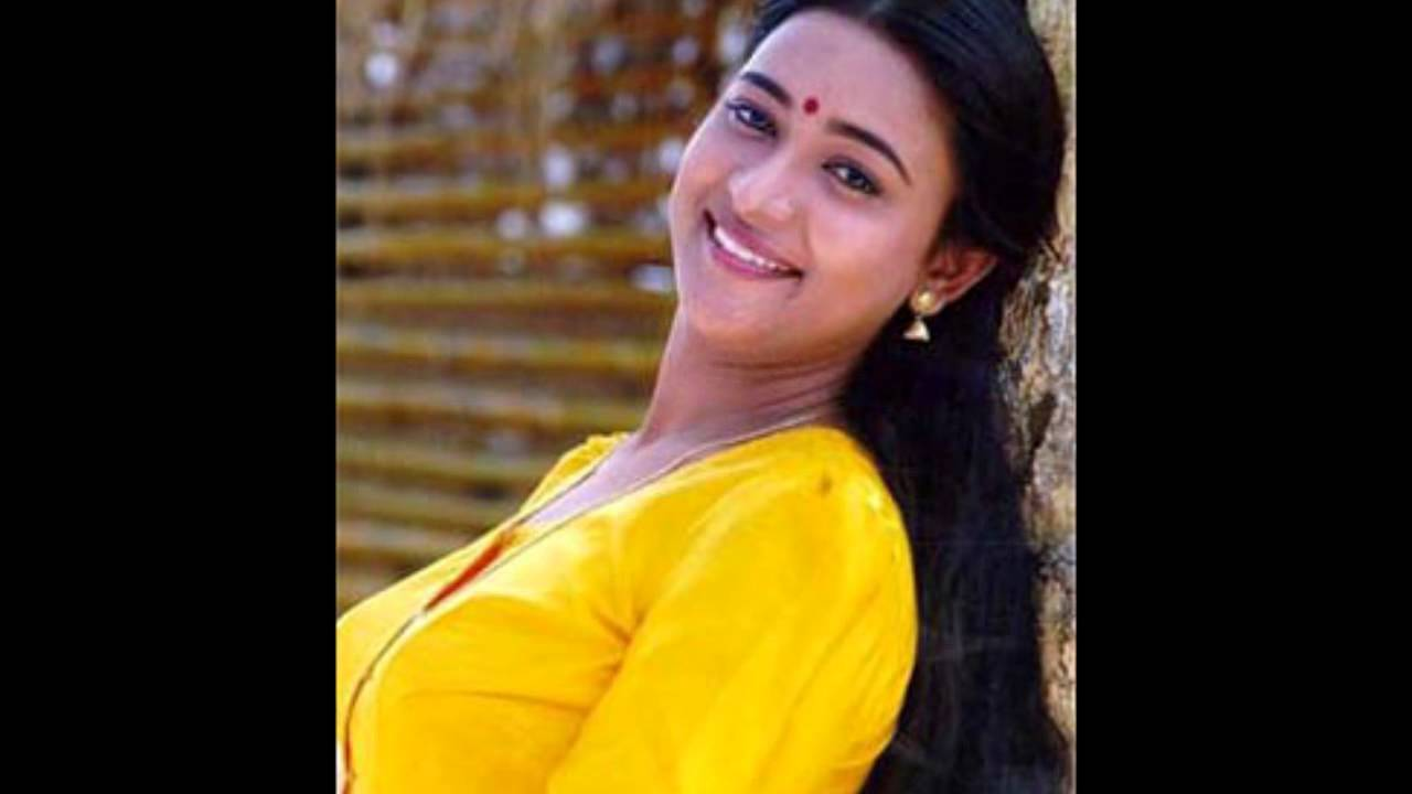 Actress navya nair navel show captured in pen cam by driver - 2 9