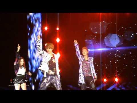 [FANCAM] 120818 SM TOWN - DJ Got Us Falling In Love Again (Luhan Focus)