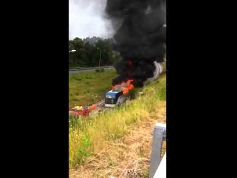 Arde un autobús cerca del Hospital do Salnés, en Vilagarcía