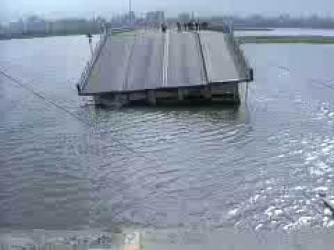 1986年12月1日台視新聞,中興大橋橋面斷裂下陷進行搶修中。
