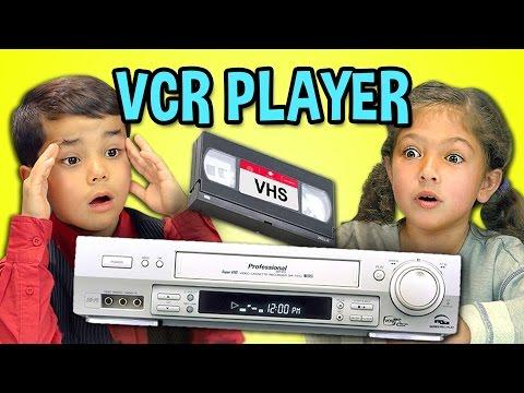 Cómo reaccionan los niños de ahora ante una videograbadora VHS