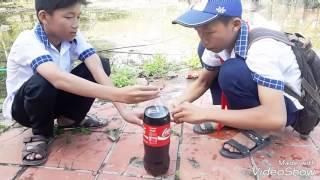 ( Nghịch ngu ) Nghịch CocaCola với mentos