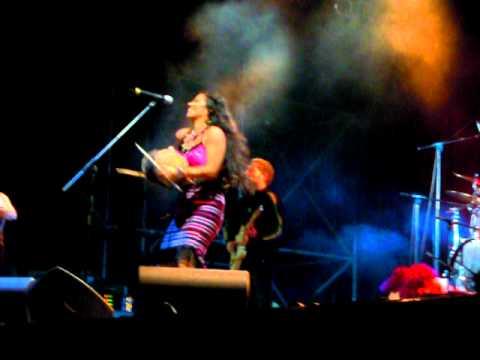 Lila Downs- Arenita Azul (En directo en Etnival 2011, Girona)