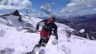 Esquiando sobre nieve