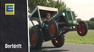Ovaj djed je najluđi vozač TRAKTORA na svijetu! Ovako nešto nikada nismo vidjeli! (VIDEO)