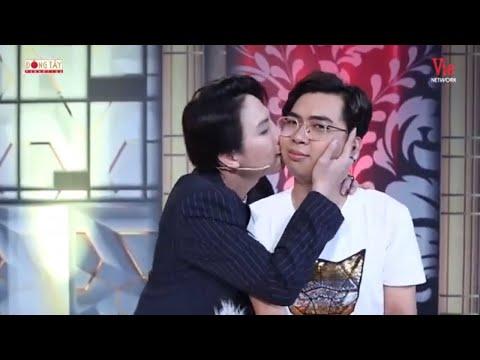 Duy Khánh, Minh Dự ôm hôn nhau sau màn 'ẩu đả cà khịa' tại A! Đúng Rồi!