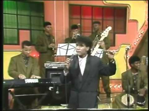 LOS TOROS BAND (1991) Canta: HECTOR ACOSTA - Boleros