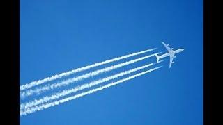 Vết khói trắng ở đuôi máy bay là gì?