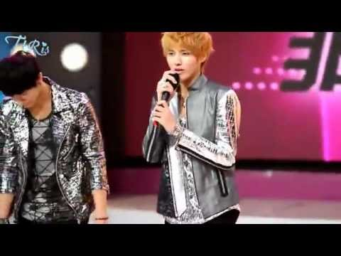 [HD Closeup] Kris Lay Tao - Two Moons Live performance on 120627