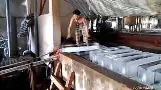 Cà Mau: Công việc hàng ngày của anh công nhân hãng nước đá
