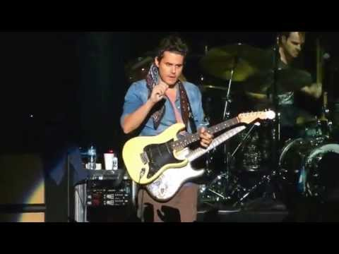 john mayer epic gets guitar from fan during gravity solo returns it signed and tuned. Black Bedroom Furniture Sets. Home Design Ideas