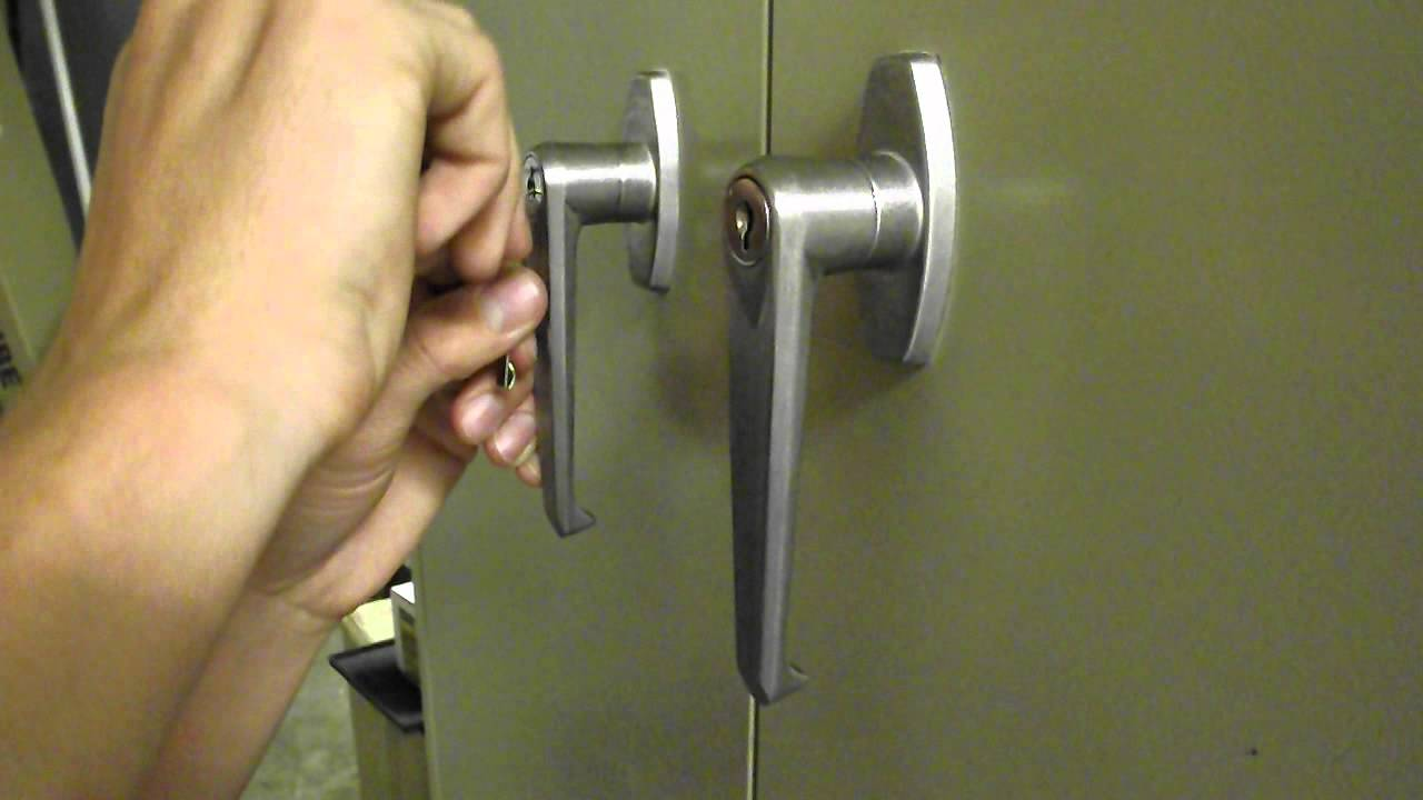 pick file cabinet lock picking the lock on a file cabinet with a bobby pin 24644
