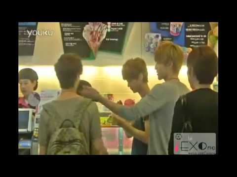 [Fancam] Lay Omma & Kris Appa Flirting, Leaving Baby Lulu Alone