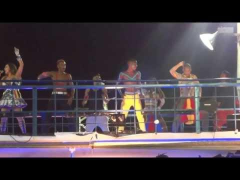 Baixar Daniela Mercury dança passinho com o grupo Dream Team no Carnaval de Salvador