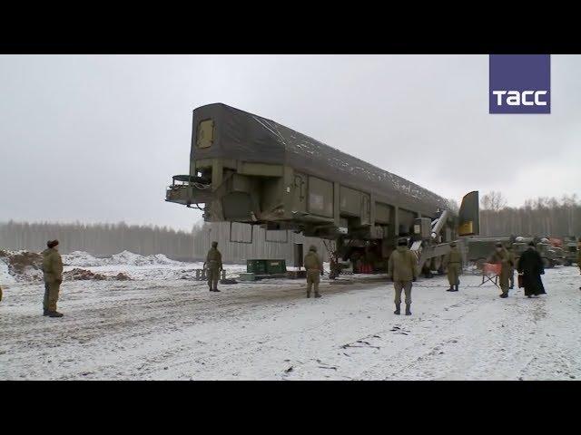 Кадры загрузки ракеты «Ярс» в шахтную пусковую установку