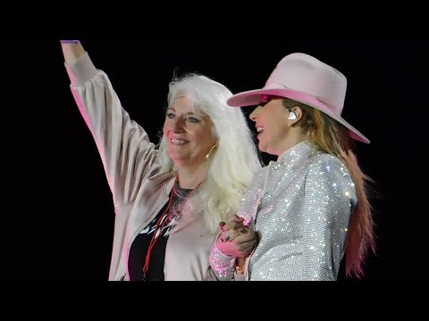 Lady Gaga Brings Mom On Stage &