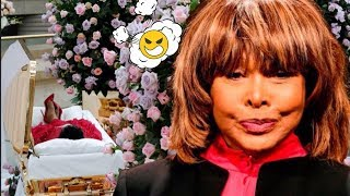 Tina Turner taking Aretha Franklin's Feud to the Gr**e  But first...