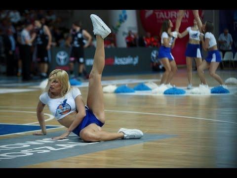 Cheerleaderki z Koszalina brykają na parkiecie!