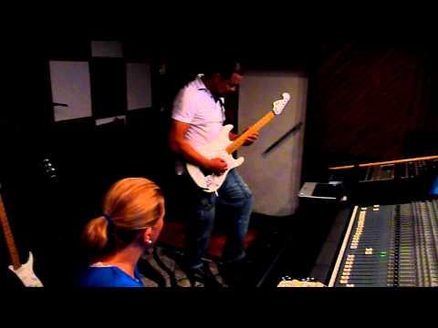 Baixar Cacau Santos - Gravando Música Aguas Profundas do  David  Quilan (PFG) 2011