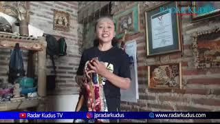 Pecinta Kopi Wajib Nyoba, Nyeduh Kopi di Batok Kelapa